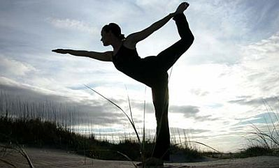 4bfcc-yoga-pose-outdoor